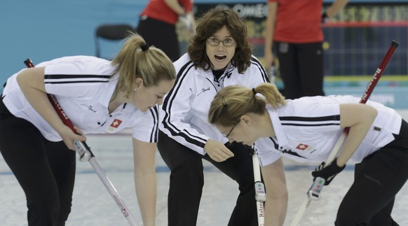 Switzerland's skip Mirjam Ott (C) shouts to teammates Alina Paetz (L) and Janine Greiner during their women's curling round robin game against Britain in the Ice Cube Curling Center at the 2014 Sochi Winter Olympics February 15, 2014. REUTERS/Ints Kalnins (RUSSIA  - Tags: SPORT OLYMPICS SPORT CURLING)