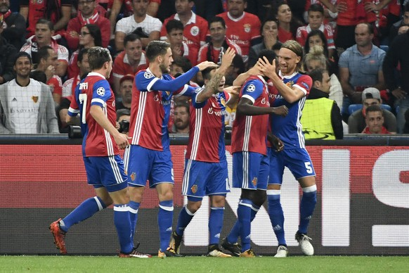 Basels players celebrate the 2:0 scored by Dimitri Oberlin, 2nd right, hugged by Michael Lang, right, during an UEFA Champions League Group stage Group A matchday 2 soccer match between Switzerland's FC Basel 1893 and Portugal's SL Benfica in the St. Jakob-Park stadium in Basel, Switzerland, on Wednesday, September 27, 2017. (KEYSTONE/Georgios Kefalas)