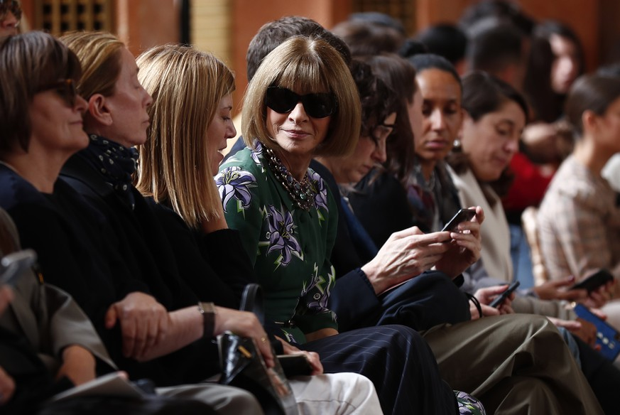 epa07876287 Anna Wintour attends the Women Spring/Summer 2020 collection by Altuzarra fashion house during the Paris Fashion Week, in Paris, France, 28 September 2019. The presentation of the Women's collections runs from 23 September to 01 October.  EPA/IAN LANGSDON