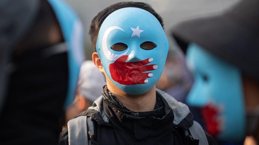 Für so alltägliches Verhalten werden Uiguren in China inhaftiert
