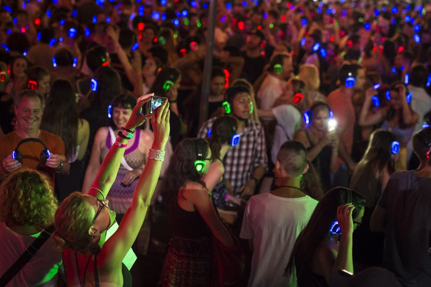 epa07698315 Festival-goers take part in a silent disco during the 53rd Montreux Jazz Festival (MJF) in Montreux, Switzerland, 05 July 2019. The MJF runs from 28 June to 13 July 2019 and features 450 concerts.  EPA/GABRIEL MONNET EDITORIAL USE ONLY