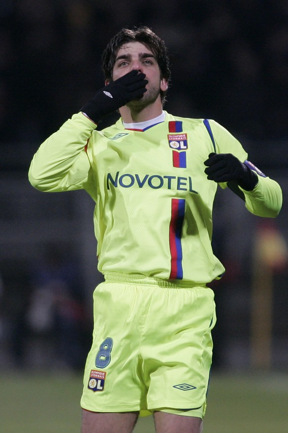 Lyon's Juninho celebrates after they scored a goal against FC Barcelona during their Champions League round of 16 soccer match at Gerland stadium, in Lyon, central France, Tuesday, Feb. 24, 2009. (AP Photo/Laurent Cipriani)