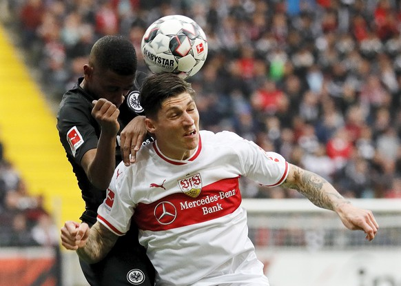 epa07476918 Frankfurt's Gelson Fernandes (L) in action against Stuttgart's Steven Zuber (R) during the German Bundesliga soccer match between Eintracht Frankfurt and VfB Stuttgart in Frankfurt, Germany, 31 March 2019.  EPA/RONALD WITTEK CONDITIONS - ATTENTION: The DFL regulations prohibit any use of photographs as image sequences and/or quasi-video.