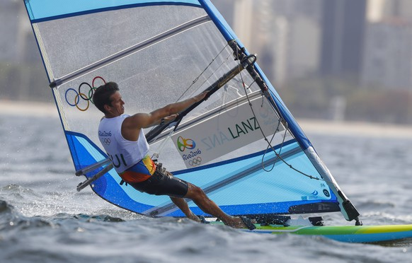 epa05465952 Mateo Sanz Lanz from Switzerland sails during a RS:X Mens class race in the Rio 2016 Olympic Games Sailing events at the Marina da Gloria, Rio de Janeiro, Brazil, 08 August 2016.  EPA/NIC BOTHMA