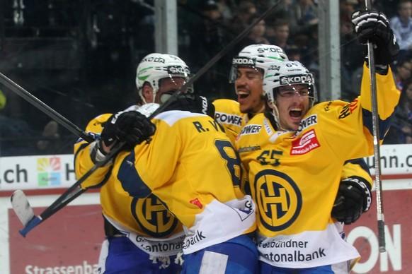 11.04.2015; Zuerich; Eishockey NLA Playoff - ZSC Lions - HC Davos; Dino Wieser, Reto Von Arx, Samuel Guerra und Marc Wieser (v.l., Davos) jubeln nach dem Treffer zum 0:1 (Patrick Straub/freshfocus)