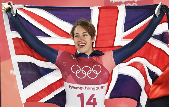 epa06536374 Lizzy Yarnold of Great Britain celebrates after winning the Women's Skeleton competition at the Olympic Sliding Centre during the PyeongChang 2018 Olympic Games, South Korea, 17 February 2018.  EPA/FILIP SINGER  EPA-EFE/FILIP SINGER