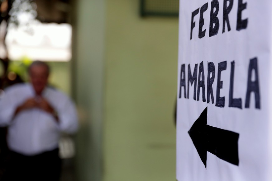 epa06429589 View of a banner thar reads 'Yellow fever' at an outpatients clinic in Sao Paulo, Brazil, 10 January 2018. Brazil reinforced the prevention measures against yellow fever, especially in Sao Paulo, where some deaths have been registered in the past days as a consequence of the disease.  EPA/Fernando Bizerra Jr.