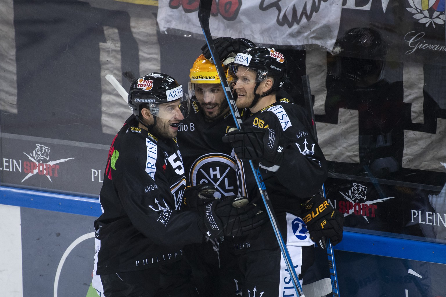 From left, Lugano's player Romain Loeffel, Lugano's player Maxim Lapierre and Lugano's player Jani Lajunen, celebrate 1-0 goal, during the preliminary round game of National League Swiss Championship 2018/19 between Switzerland's HC Lugano and SCRJ Lakers, at the ice stadium  Corner Arena in Lugano, Switzerland, Saturday, October 13, 2018. (KEYSTONE/Ti-Press/Pablo Gianinazzi)