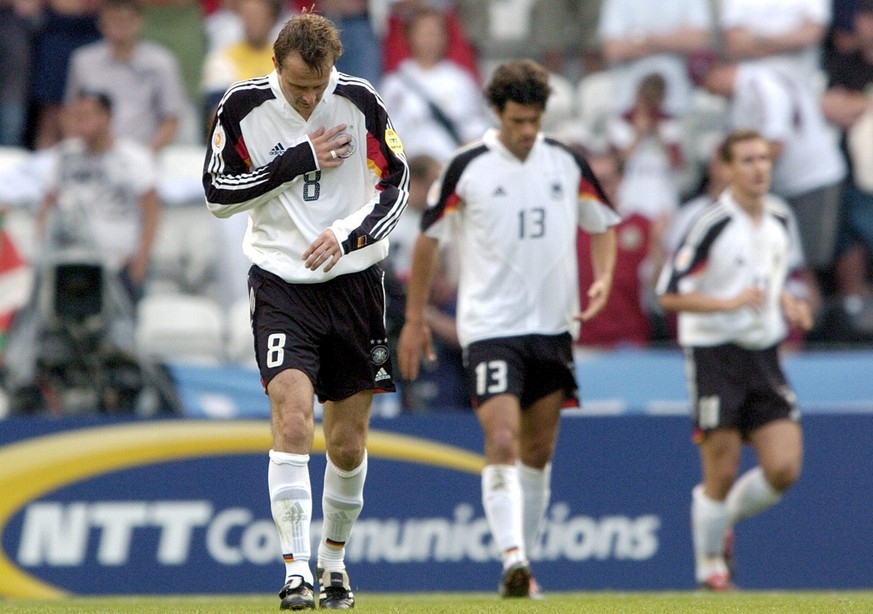 German players (from left) Dietmar Hamann, Michael Ballack and Miroslav Klose walk off the pitch after the EURO 2004 Group D match between Latvia and Germany at Bessa stadium in Porto on Saturday, 19 June 2004.  EPA/BERND WEISSBROD NO MOBILE PHONE APPLICATIONS