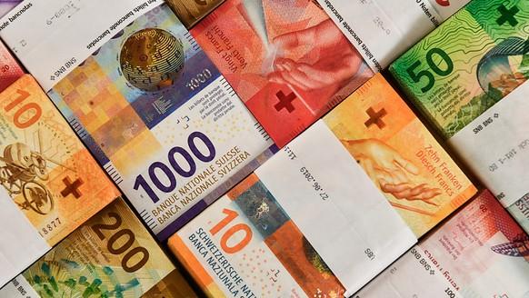 Ein vermeintlicher Postchef hat einem Rentner in Basel rund 265'000 Franken abgekn