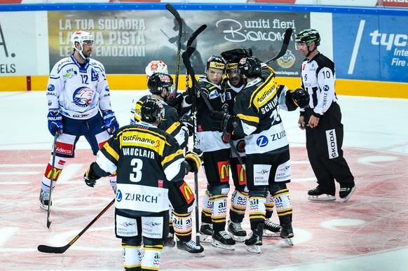 11.10.2014; Lugano; Eishockey NLA - HC Lugano - ZSC Lions; Eric Walsky (R, Lugano) jubelt mit seinen Kollegen nach dem Tor zum 2:1 (Michela Locatelli/freshfocus)