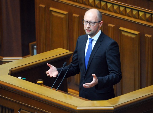epa04329057 Ukrainian Prime Minister Arseny Yatseniuk addresses the parliament in Kiev, Ukraine, 24 July 2014. Ukraine's government stepped down 24 July announced Prime Minister Arseniy Yatsenyuk, clearing the way for elections in October as the country finds itself in the grip of events threatening to tear it apart. The news came hours after the coalition that had supported Yatsenyuk's Fatherland party dissolved, a move that all coalition members had sought.  EPA/ANDREW KRAVCHENKO/GOVERNMENT PRESS SERVICE / POOL