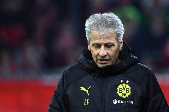 epa07984122 Dortmund's head coach Lucien Favre reacts during the German Bundesliga soccer match between FC Bayern and Borussia Dortmund in Munich, Germany, 09 November 2019.  EPA/PHILIPP GUELLAND CONDITIONS - ATTENTION: The DFL regulations prohibit any use of photographs as image sequences and/or quasi-video.