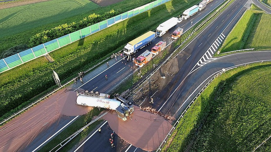 epa06721242 A tractor-trailer carrying liqiud chocolate has overturned on a Polish A2 highway in central Poland, 09 May 2018. The chocolate coveed six lanes on the A2 motorway, blocking traffic in both directions.  EPA/TwojaSlupca.pl POLAND OUT  EDITORIAL USE ONLY