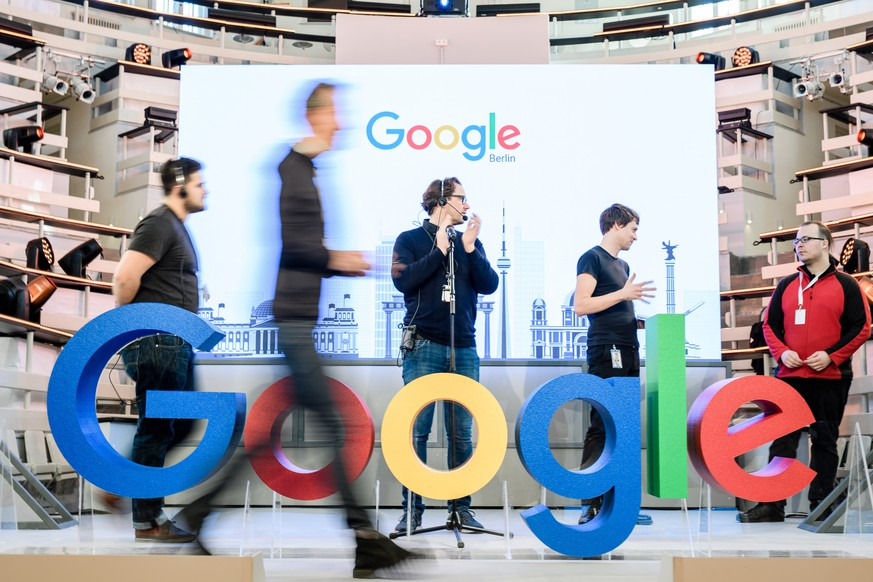 epa07308772 Workers prepare the stage prior to a photocall on the occasion of the opening of the new Google office in Berlin, Germany, 22 January 2019. On 22 January 2019 Google sets up a new office in the center of Berlin.  EPA/CLEMENS BILAN