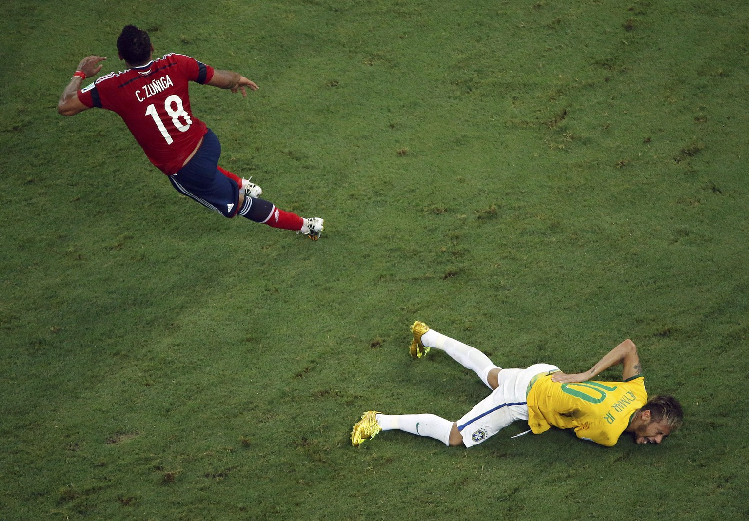 Brazil's Neymar grimaces as he lies on the ground injured after a challenge by Colombia's Camilo Zuniga during their 2014 World Cup quarter-finals at the Castelao arena in Fortaleza July 4, 2014.     REUTERS/Fabrizio Bensch (BRAZIL  - Tags: SOCCER SPORT WORLD CUP TPX IMAGES OF THE DAY)       TOPCUP