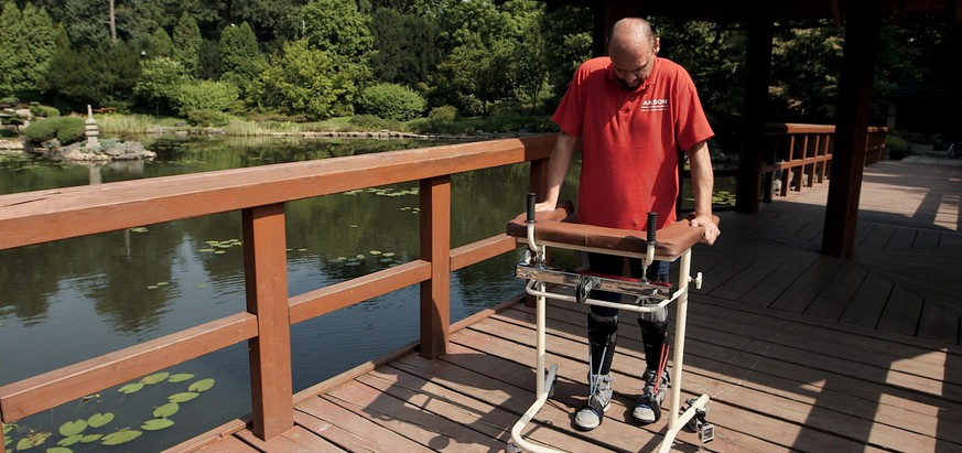 epa04456327 An undated handout picture provided by the BBC on 21 October 2014 shows Bulgarian patient Darek Fidyka walking with the assistance of leg braces and a walking frame at the Akron Neuro-Rehabilitation Center in Wroclaw, Poland. British and Polish scientists helped the paraplegic man with a severed spinal cord to walk again. University College London's Geoff Raisman led a British team that worked with a Polish neurosurgeon to knit together nerve fibres severed when Darek Fidyka was stabbed in the back four years ago. Fidyka, who was given an infinitesimal chance of regaining feeling below his waist, can now walk with a frame and has been able to resume an independent life. The surgery on the 40-year-old former fireman was performed in the Polish city of Wroclaw in 2012. The procedure has only just been described in the science journal Cell Transplantation.  EPA/BBC/HANDOUT  HANDOUT EDITORIAL USE ONLY/NO SALES