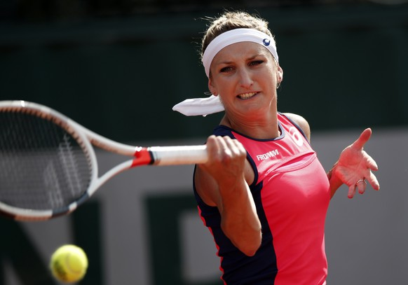 epa06001834 Timea Bacsinszky of Switzerland plays against Madison Brengle of the USA during their women's single 2nd round match during the French Open tennis tournament at Roland Garros in Paris, France, 31 May 2017.  EPA/YOAN VALAT