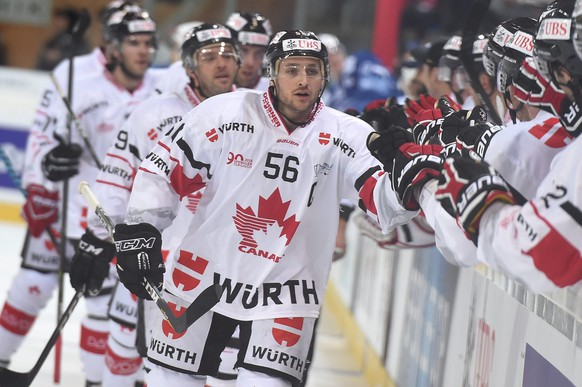 epa05688927 Canadas scorer Maxim Noreau celebrates after scoring 1-2, during the game between HK Dinamo Minsk and Team Canada  at the 90th Spengler Cup ice hockey tournament in Davos, Switzerland, Monday, December 26, 2016.  EPA/MELANIE DUCHENE