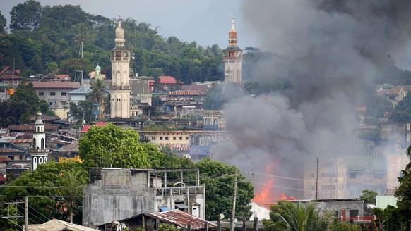Philippinisches Militär fliegt Luftangriffe gegen Islamisten