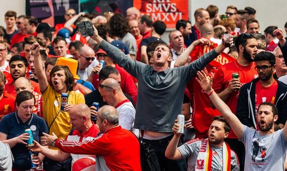 18.05.2016; Basel; Fussball Europa League Final - Liverpool FC - Sevilla FC;Liverpool Fans auf dem Barfuesserplatz (Juergen Feichter/Expa/freshfocus)