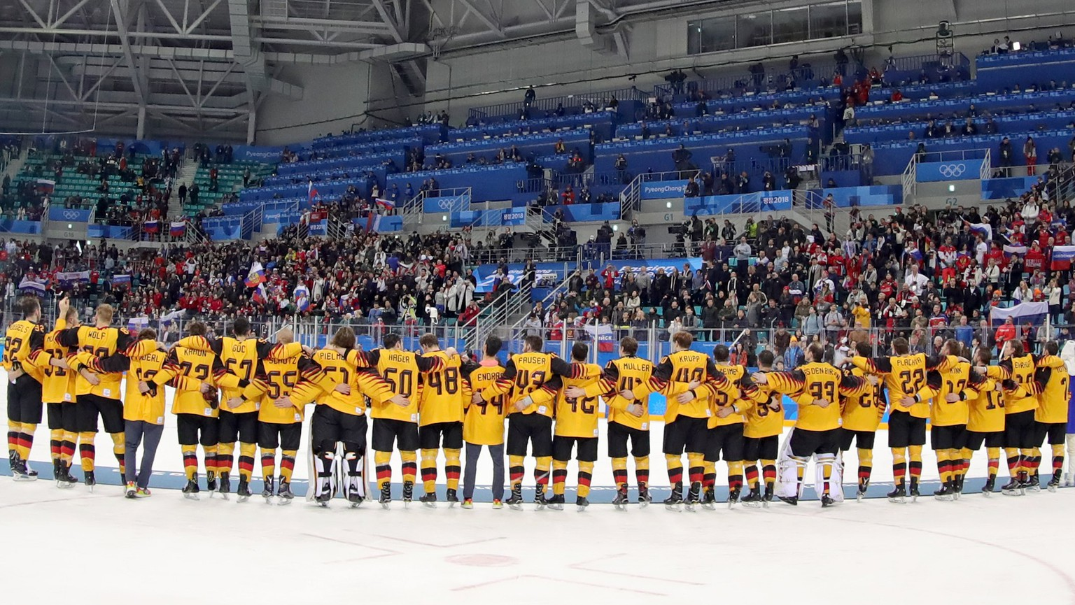 epa06563408 Silver medalists of Team Germany stand in line during the medal ceremony after the Men's Ice Hockey Gold Medal Game between the Olympic Athlete from Russia (OAR) and Germany at the Gangneung Hockey Centre during the PyeongChang 2018 Winter Olympic Games, in Gangneung, South Korea, 25 February 2018.  EPA/SRDJAN SUKI