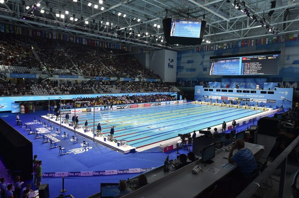 epa06107222 General view of a swimming pool in the Duna Arena during the swimming competitions at the 17th FINA World Championships 2017 in Budapest, Hungary, 24 July 2017.  EPA/Zoltan Mathe  HUNGARY OUT