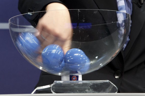 The hand of Nadine Kessler, UEFA Women's football advisor UEFA, removes the balls containing the names of the soccer national teams, during the drawing of the matches for the 2017-19 European Qualifying Competition for the FIFA WomenÕs Cup, at the UEFA Headquarters in Nyon, Switzerland, Tuesday, April 25, 2017. The FIFA WomenÕs Cup will take place in France 2019. (KEYSTONE/Salvatore Di Nolfi)