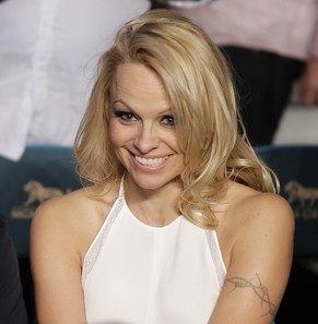 Pamela Anderson is seen during a WBC featherweight title fight between Daniel Ponce De Leon and Abner Mares, Saturday, May 4, 2013, in Las Vegas. (AP Photo/Isaac Brekken)
