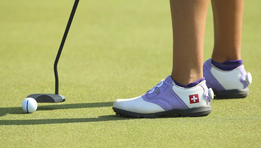 2016 Rio Olympics - Golf -  Women's Individual Stroke Play - Olympic Golf Course - Rio de Janeiro, Brazil - 17/08/2016.  Fabienne In-Albon (SUI) of Switzerland sports her national flag on her golf shoes as she putts on the third green during first round women's Olympic golf competition.  REUTERS/Kevin Lamarque FOR EDITORIAL USE ONLY. NOT FOR SALE FOR MARKETING OR ADVERTISING CAMPAIGNS.