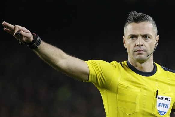 Referee Damir Skomina of Slovenia gestures during the Champions League round of sixteen second leg soccer match between FC Barcelona and Chelsea at the Camp Nou stadium in Barcelona, Spain, Wednesday, March 14, 2018. (AP Photo/Emilio Morenatti)
