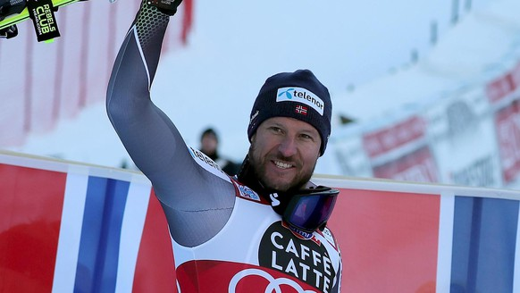 epa07231128 Winner Aksel Lund Svindal of Norway celebrates in the finish area of the Men's Super-G race at the FIS Alpine Skiing World Cup event in Val Gardena, Italy, 14 December 2018.  EPA/ANDREA SOLERO
