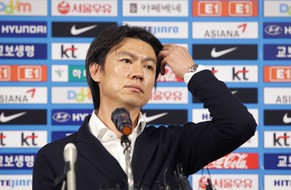 SEOUL, SOUTH KOREA - JULY 10:  South Korean football head coach Hong Myung-Bo speaks during the news conference announcing the resignation on July 10, 2014 in Seoul, South Korea. South Korea did not make it out of Group H at the World Cup in Brazil with two losses and a draw.  (Photo by Chung Sung-Jun/Getty Images)