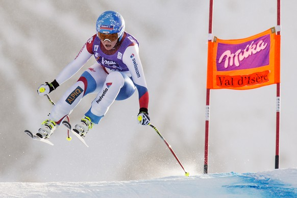 Corinne Suter of Switzerland in action during the women's Downhill race at the FIS Alpine Ski World Cup in Val d'Isere, France, Saturday, December 20, 2014. (KEYSTONE/Jean-Christophe Bott)