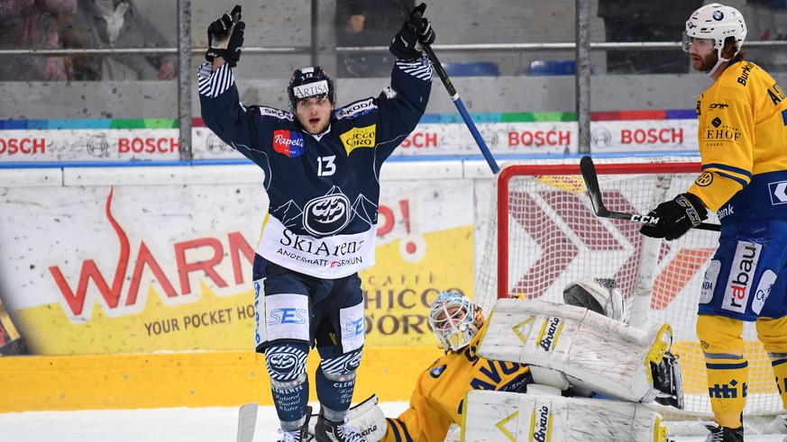 Ambri's player Marco Mueller celebrates the 3-3 during the regular season game of National League Swiss Championship 2017/18 between HC Ambri Piotta and HC Davos, at the ice stadium Valascia in Ambri, Switzerland, Friday October 27, 2017. (KEYSTONE/Ti-Press/Davide Agosta)