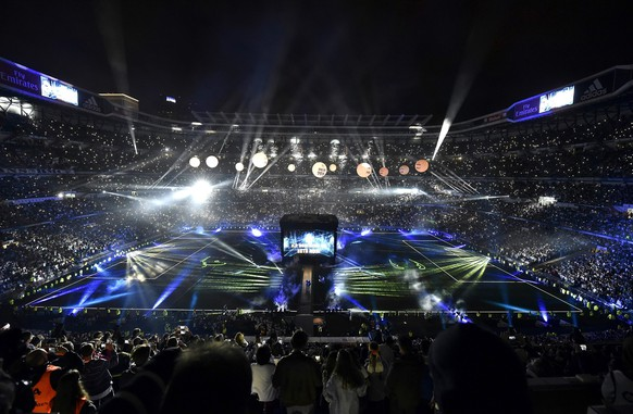 epa05336874 General view of the celebrations at the Bernabeu Stadium in Madrid, Spain, 29 May 2016. Real Madrid beat Atletico Madrid in the UEFA Champions League Final held at Milan's San Siro Stadium on 28 May 2016.  EPA/FERNANDO VILLAR