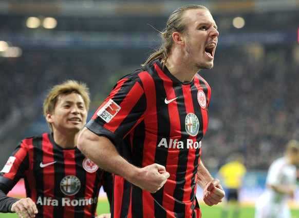 epa04642234 Frankfurt's Alexander Meier (R) celebrates after scoring the 2-1 lead with teammate Takashi Inui during the German Bundesliga soccer match between Eintracht Frankfurt and Hamburger SV at Commerzbank-Arena in Frankfurt am Main, Germany, 28 February 2015. (EMBARGO CONDITIONS - ATTENTION: Due to the accreditation guidelines, the DFL only permits the publication and utilisation of up to 15 pictures per match on the internet and in online media during the match.)  EPA/CHRISTOPH SCHMIDT