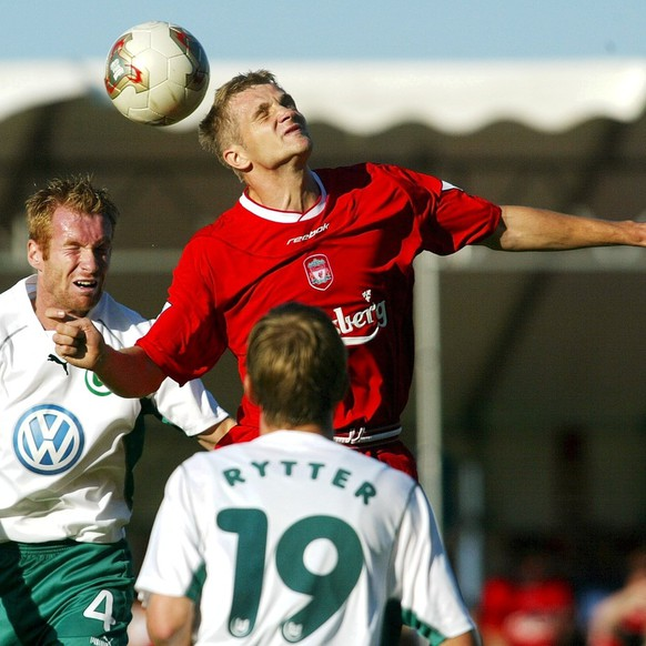 Liverpool's Igor Biscan, middle, fights for the ball with Wolfsburg's Kim Madsen, left and Thomas Rytter, during the friendly game Liverpool - VFL Wolfsburg, at the 100 years celebration of club existance of Swiss football club Horgen, Saturday, July 27, 2002, in Horgen, Switzerland. (KEYSTONE/Michele Limina)