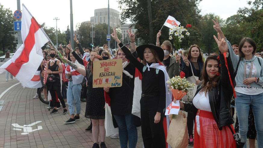 epa08648676 Belarus women take part in a Women's March across central Minsk, Belarus, 05 September 2020. Opposition activists continue their every day protest actions, demanding new elections under international observation.  EPA/STRINGER