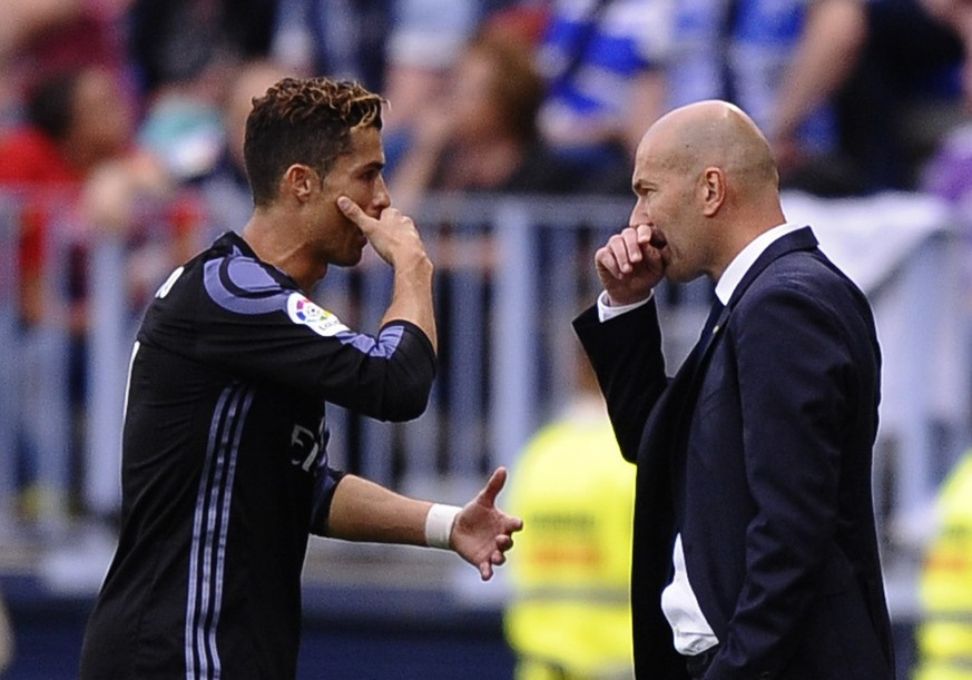 Real Madrid's Cristiano Ronaldo speaks with Real Madrid's head coach Zinedine Zidane during a Spanish La Liga soccer match between Malaga and Real Madrid in Malaga, Spain, Sunday, May 21, 2017. (AP Photo/Daniel Tejedor)
