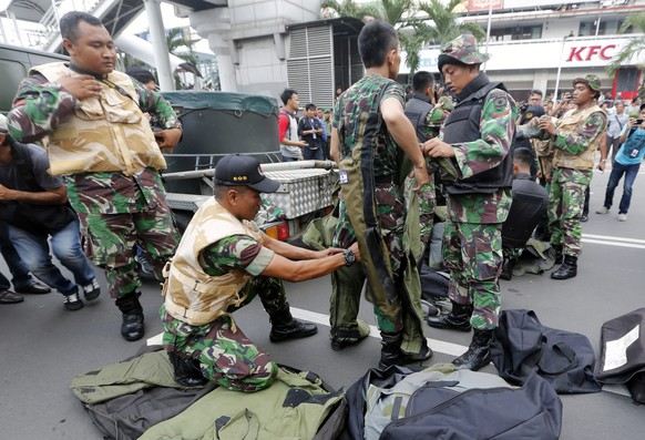 epa05101035 Members of the Indonesian Army bomb squad prepare their gear after a bomb blast in front of a shopping mall in Jakarta, Indonesia, 14 January 2016. Explosions near a shopping centre in the Indonesian capital Jakarta killed at least three people on Thursday, television reports and witnesses said. Police exchanged fire with suspected attackers after the blasts at a traffic police post in front of the Sarinah shopping centre and a nearby Starbucks coffee shop, media reported.  EPA/BAGUS INDAHONO