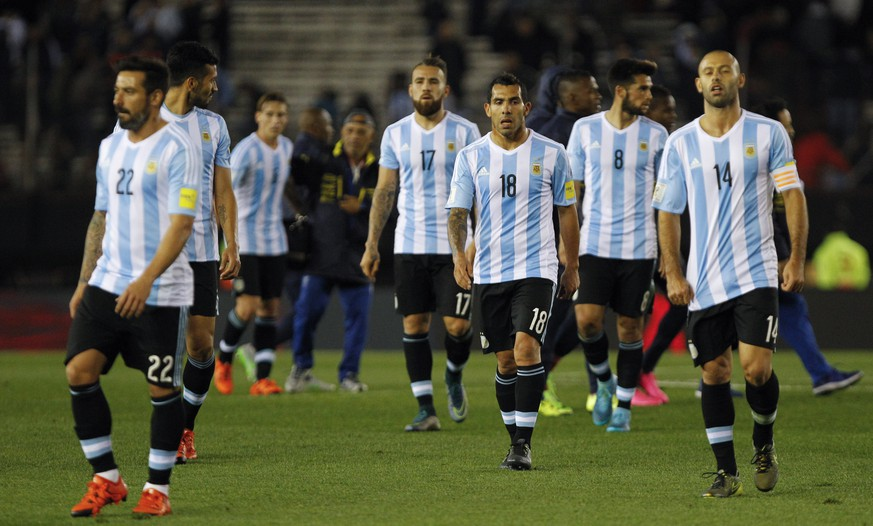 Argentina's players leave the field at the end of a 2018 World Cup qualifying soccer match against Ecuador in Buenos Aires, Argentina, Thursday, Oct. 8, 2015. Argentina lost the match 0-2.(AP Photo/Santiago Filipuzzi)