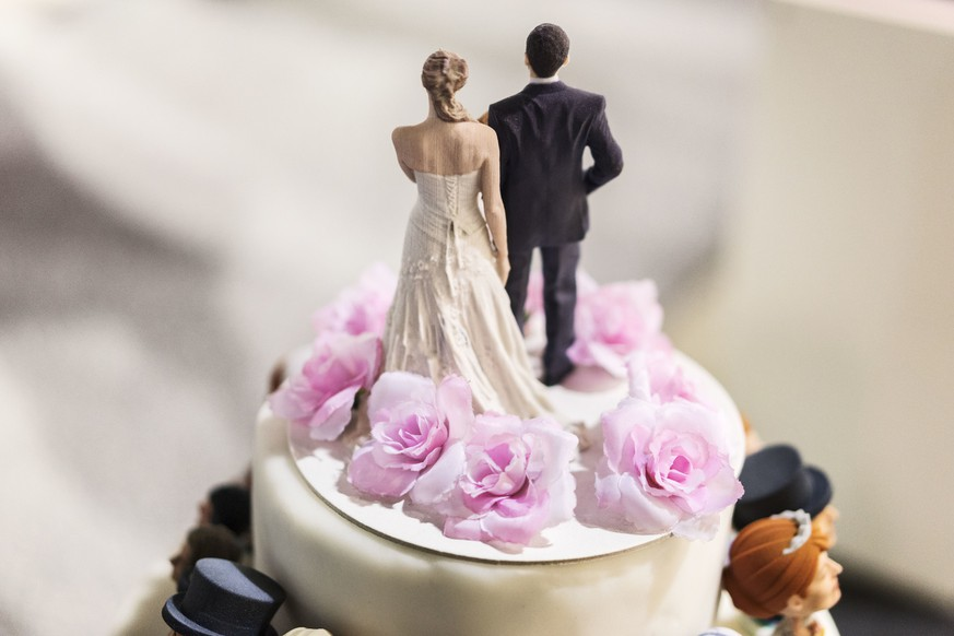 A wedding cake with the bridal couple from a 3D-printer at the wedding exhibition in Zurich, Switzerland, pictured on January 9, 2016. (KEYSTONE/Christian Beutler)  Das Hochzeitspaar aus dem 3d Drucker an der Hochzeits- und Festmesse in Zuerich am 09. Januar 2016. (KEYSTONE/Christian Beutler)