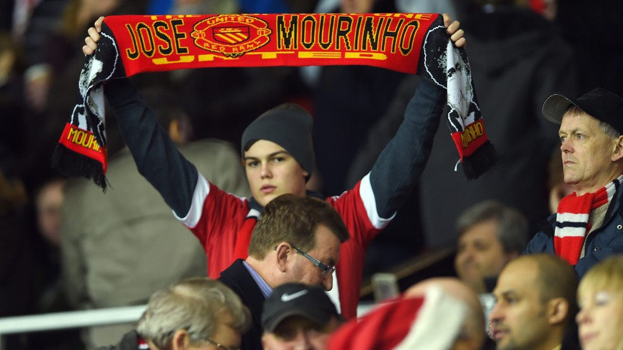 epa05082504 A Manchester United fan holds up a scarf bearing the name of Jose Mourinho during the English Premier League soccer match between Manchester United and Chelsea at Old Trafford, Manchester, Britain, 28 December 2015.  EPA/PETER POWELL EDITORIAL USE ONLY. No use with unauthorized audio, video, data, fixture lists, club/league logos or 'live' services. Online in-match use limited to 75 images, no video emulation. No use in betting, games or single club/league/player publications
