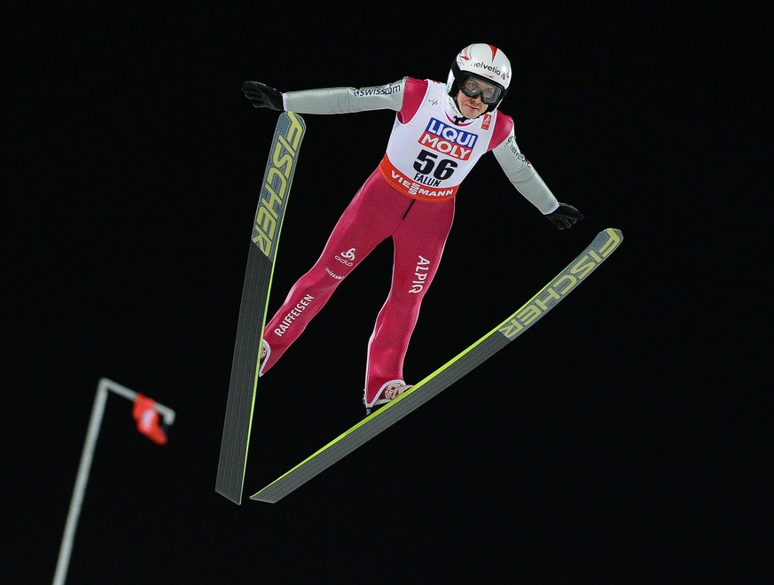 epa04637279 Simon Ammann of Switzerland during the mens skijump Qualifikation at the Nordic Skiing World Championships in Falun, Sweden, 25 February 2015.  EPA/BARBARA GINDL SWEDEN OUT