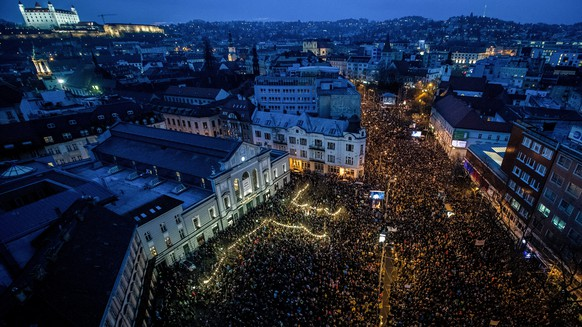 epa06608564 People turn on the lights of their mobile phones as they participate in a rally called 'Let's stand for decency in Slovakia' in Bratislava, Slovakia, 16 March 2018. Mass street protests in Slovakia started after the murder of journalist Jan Kuciak and his fiance Martina Kusnirova. Protesters are asking for an independent investigation into the murders and new, trustworthy government that will not include people suspected of corruption  EPA/JAKUB GAVLAK