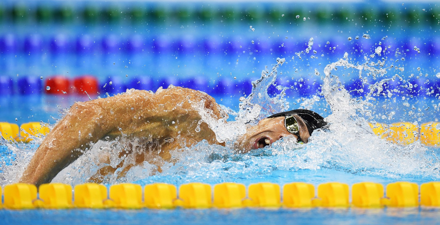 epa05469815 Michael Phelps of USA in action during the men's 4x200m Freestyle Relay race of the Rio 2016 Olympic Games Swimming events at Olympic Aquatics Stadium at the Olympic Park in Rio de Janeiro, Brazil, 09 August  2016.  EPA/BERND THISSEN