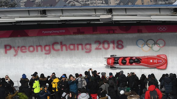 epa06562378 Clemens Bracher, Alain Knuser, Martin Meier and Fabio Badraun of Switzerland in action during the Men's 4-man Bobsleigh competition at the Olympic Sliding Centre during the PyeongChang 2018 Olympic Games, South Korea, 25 February 2018.  EPA/VASSIL DONEV