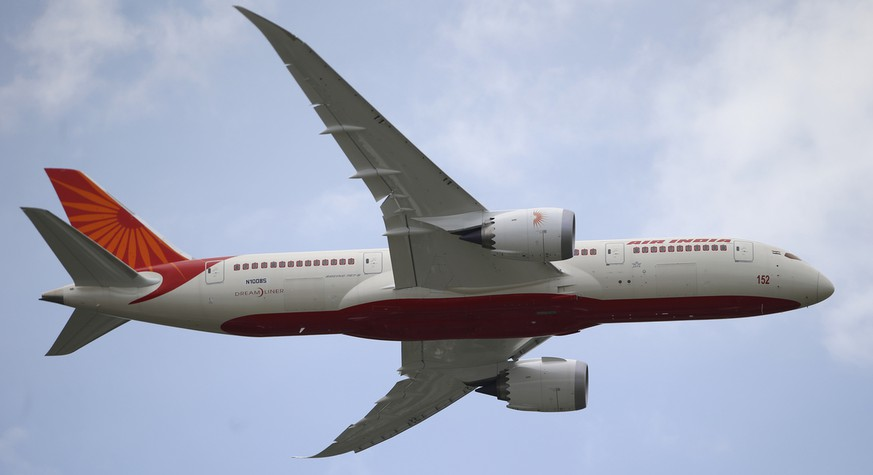 An Air India Boeing 787 Dreamliner performs its demonstration flight during the 50th Paris Air Show at Le Bourget airport, north of Paris, Tuesday, June 18, 2013.  (AP Photo/Francois Mori)