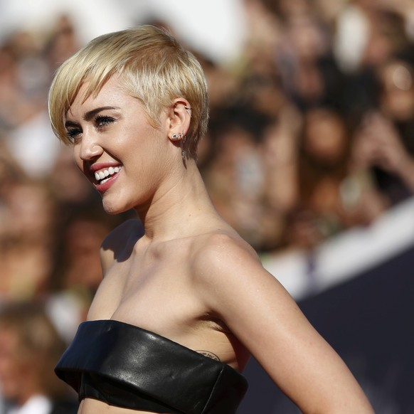 Miley Cyrus arrives at the 2014 MTV Video Music Awards in Inglewood, California August 24, 2014.  REUTERS/Mario Anzuoni (UNITED STATES - Tags: ENTERTAINMENT)(MTV-ARRIVALS)